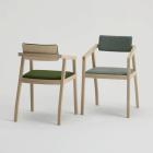 aki-armchair